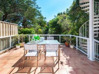 Spacious semi 500m to surf + parking - Sydney Metropolitan Area vacation rentals