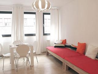 Cute Apartment in the Gallery District, Berlin - Berlin vacation rentals
