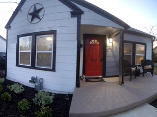 Newly Renovated Bungalow in Historic District of G - Grapevine vacation rentals
