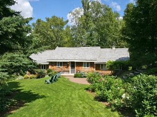 Peaceful waterfront cottage with beautiful landsca - New Brunswick vacation rentals