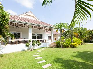 beautiful villa with pool and jakuzzi - Cha-am vacation rentals