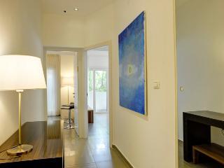 Amazing Studio with balcony - Tel Aviv vacation rentals