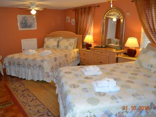 Williams Gate B&B Second Floor One Bedroom Suite - Niagara-on-the-Lake vacation rentals