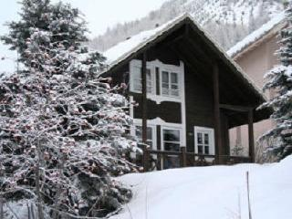 Alpine ski chalet with log fire, sleeps 8 - Allos vacation rentals
