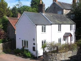 ROSE COTTAGE, link-detached period cottage, woodburner, off road parking, patio, in Chard, Ref 14229 - Burton Bradstock vacation rentals