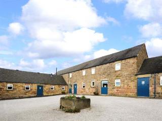 WARDLE COTTAGE, part of the Chatsworth Estate, pet-friendly, woodburner in Shottle Ref 9206 - Derbyshire vacation rentals