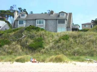 125 OCEAN'S EDGE - Warm, Inviting Beach front Townhouse with beach access - Neskowin vacation rentals