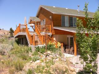Deluxe vacation cabin near the Paiute ATV Trail - Marysvale vacation rentals