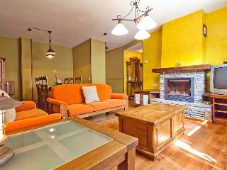 Aubert 3 bedrooms beautiful terrace 4 km Viella - Catalonian Pyrenees vacation rentals