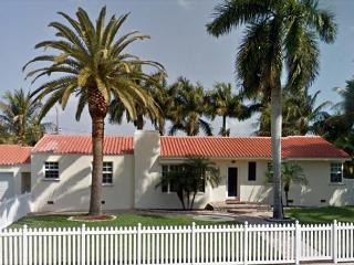 The Boat House Walk to Beach 4/2 for 16 Guests Water Marina Views - Hollywood vacation rentals