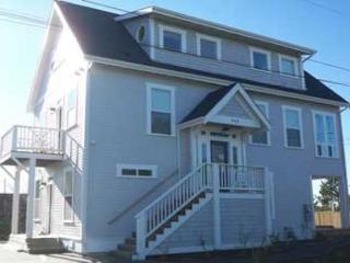 QUALITY NEWER HOME WITH DRAMATIC BAY VIEW - Lincoln City vacation rentals