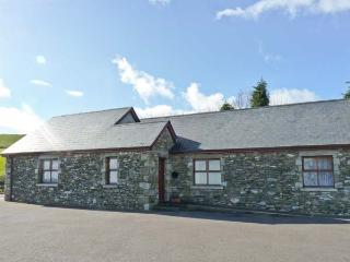 ROSELEA COTTAGE, two en-suite bedrooms, all ground floor, wet room, delightful views, semi-detached cottage near Woodenbridge, R - Aughrim vacation rentals