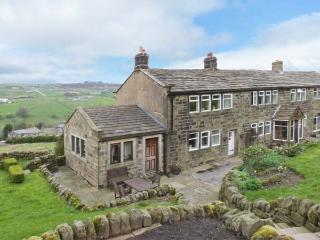 ROYDS HALL COTTAGE, semi-detached, woodburner, off road parking, patio, in Haworth, Ref 912326 - Yorkshire vacation rentals