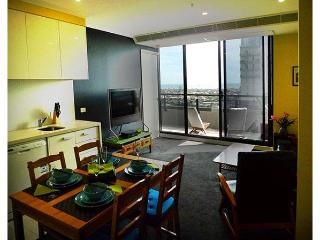 Great views, clean and close to everything - Melbourne vacation rentals