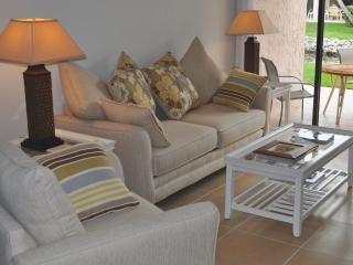 Relaxed Old Florida lifestyle at Runaway Bay 127 - Bradenton Beach vacation rentals