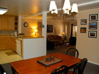 2B/2B Condo in Mammoth-Walk to Ski Lifts! - Mammoth Lakes vacation rentals