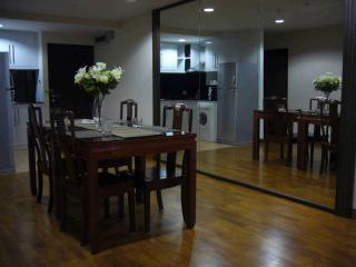 Pabhada-Nice condo near the BTS skytrain - Bangkok vacation rentals