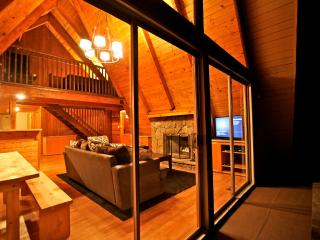 Eagles Nest Lodge - passes to private beach clubs - Lake Arrowhead vacation rentals