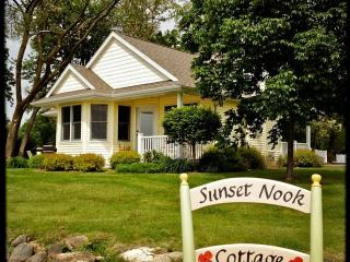 Your home for the week! - Sunset Nook Cottage: On Lake, Charming, Sunsets, Boat Slip, Near Downtown! - Green Lake - rentals