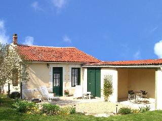 Delightful Charentaise cottage - La Foye de Vinax vacation rentals