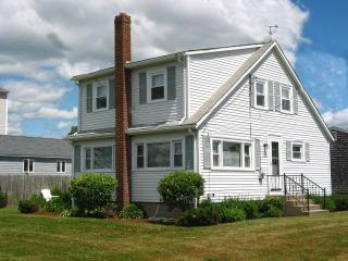 100 yards to Scarborough Beach - Narragansett vacation rentals