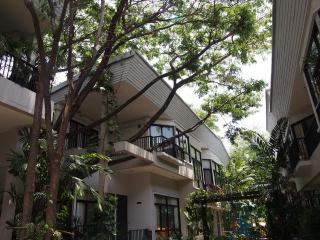 Sukhumvit 2 Bedrooms House near BTS Thonglor - Bangkok vacation rentals