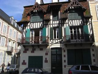 Trouville: Nice 3 bdr apartment sea view, downtown - Trouville vacation rentals