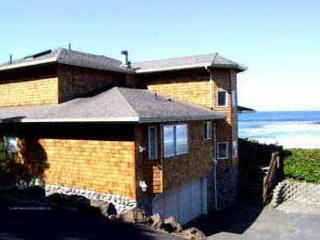 Beachfront Newer Home Overlooking the Ocean, with Wifi - Lincoln City vacation rentals