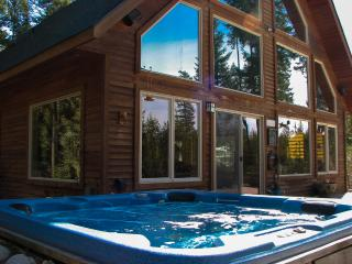 Exquisite Home Sleeps 6 with Water Access and Slip - Priest River vacation rentals