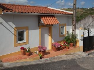 2 Bedroom Country Cottage in Obidos, Sleeps 5, Beautiful Views and Peaceful Location - Alenquer vacation rentals