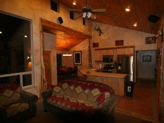 Luxurious - Southwest Comfort - Spa Master Bath - - Eastern Utah vacation rentals