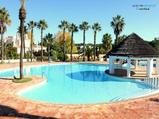 Stevens White Apartment - Loule vacation rentals