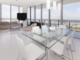 Spacious 2 Bedroom Apartment with Stunning Views in Downtown Miami - Miami vacation rentals