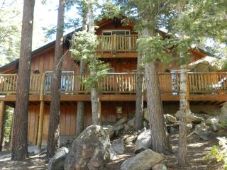 Walk 10 MIN TO BEAR MOUNTAIN ,RELAX IN HOT TUB SECLUDED - Big Bear Lake vacation rentals