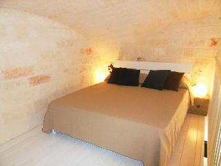 Central Apartment + WiFi2 - Bari vacation rentals
