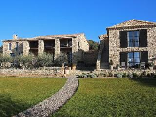 Eco-friendly Villa Mas de Gordes with walking path, great views and housekeeping - Oppede vacation rentals