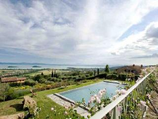 Superb Lake view Casale La Caprara offers a fireplace, pool and alfresco dining - Cortona vacation rentals