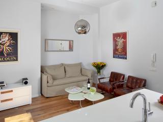 APARTMENT2 - 2 BDR/1 BATH, Dizengoff, Beach , Balcony - Tel Aviv vacation rentals