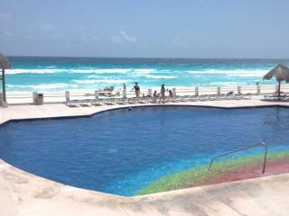 Hotel Zone 4 bedrm. beautiful condo in the beach - Cancun vacation rentals