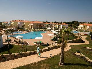 3 BEDROOM VILLA + 1 EXTRA BEDROOM, IN A 4 STAR RESORT WITH 5 POOLS, TENNIS COURT AND SPA IN ALBUFEIR - Albufeira vacation rentals