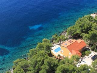 First line property in an isolated area - Blato vacation rentals