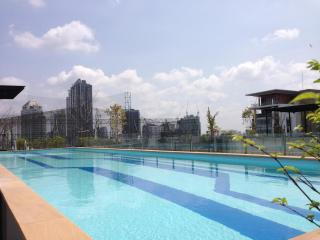 1BR Apartment BTS Eakamai at convenience location - Samut Prakan Province vacation rentals
