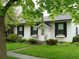 Six Penny, short walk to Theater, downtown - Niagara-on-the-Lake vacation rentals