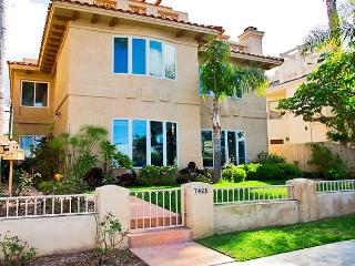 La Jolla Village Rental Home With Ocean Views: Walk Downtown or To The Beach! - La Jolla vacation rentals