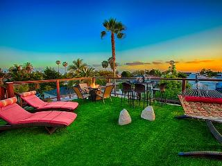 Tropical Hideaway - private hot tub, ocean view roof deck, & game room - La Jolla vacation rentals