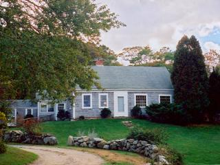 KENNY - Updated Country Charm, Walk or Drive to Private Beach, Tennis Courts, WiFi - West Tisbury vacation rentals