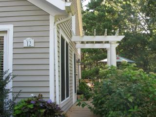 SAVAJ -  LUXURIOUS TOWNHOUSE,  ASSOCIATION  POOL  and TENNIS,  AC , WIFI - Vineyard Haven vacation rentals