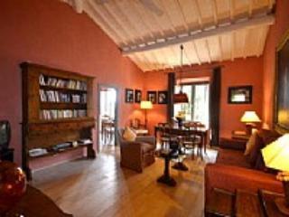 Casa Farnia A - Arezzo vacation rentals