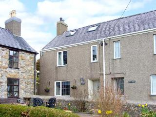 TAWELFA, semi-detached cottage, woodburner, enclosed garden, beaches nearby, in Mynytho, Ref 27279 - Aberdaron vacation rentals