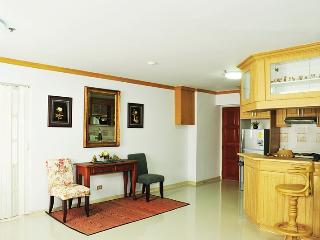 Spacious 2 BD,2BA in city,WIfi + boat  line to MRT - Bangkok vacation rentals